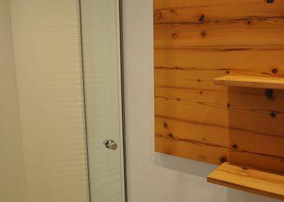 Das neu renovierte Badezimmer in der Balkonwohnung