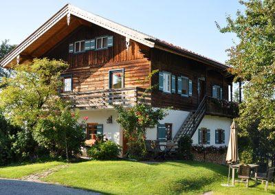 Ferienhaus mit Terrassen- und Balkonwohnung